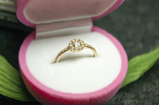 bague de fiançailles or et diamants